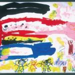 幼稚園で元気にこいのぼりが泳いでいます。桜の花びらが舞っていてきれいですね