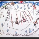 冬休み中に家族で行ったスキーの様子をクレヨンで描きました。画用紙いっぱいに表現されていて、楽しかったことが伝わってきます。